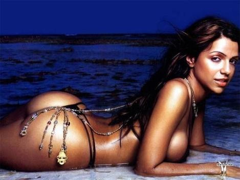 vida-guerra-has-a-boba-fett-charm-on-her-bikini-photo-u1
