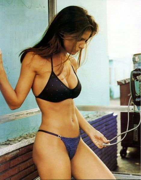 Charisma-Carpenter-Sexy-Blue-Bikini-Shoot-01