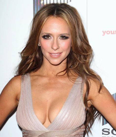 jennifer-love-hewitt-launch-the-client-list-01