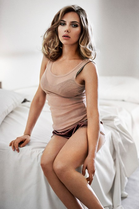 Scarlett-Johansson-Is-The-Sexiest-Woman-Alive-For-The-November-2013-Issue-Of-Esquire-450x675