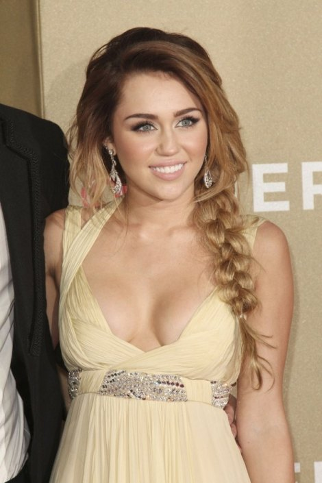 600_miley-cyrus-before-cutting-her-h