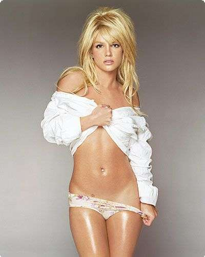 oily-britney-spears-during-laundry-day-photo-u1