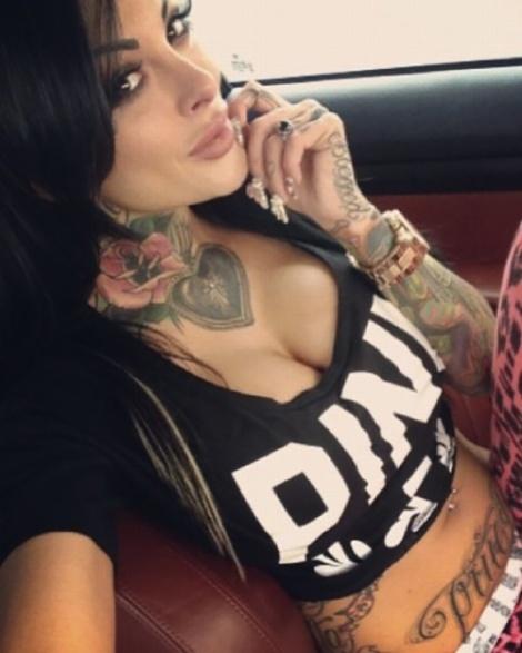 Tattooed-hotties-26