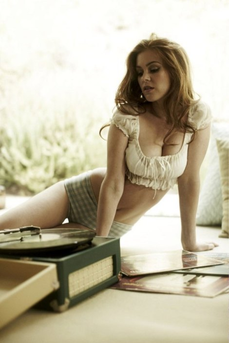 600_isla-fisher-32655
