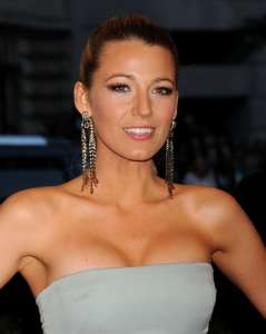 Blake-Lively---2013-Met-Gala-at-the-Metropolitan-Museum-of-Art--03