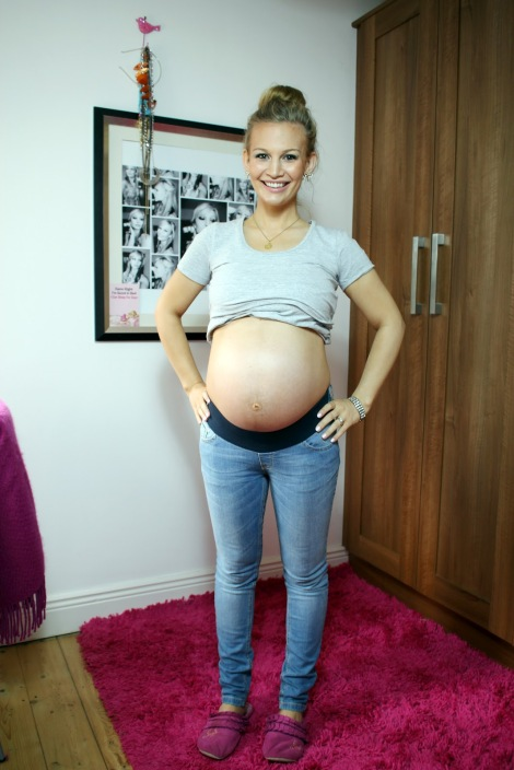 Anna-Saccone-Pregnant-35-We