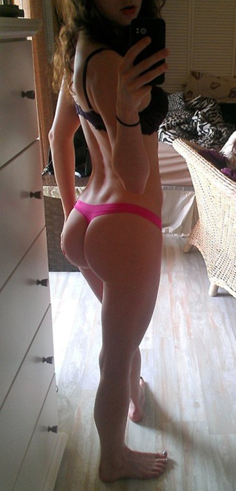 girls-in-thongs-22